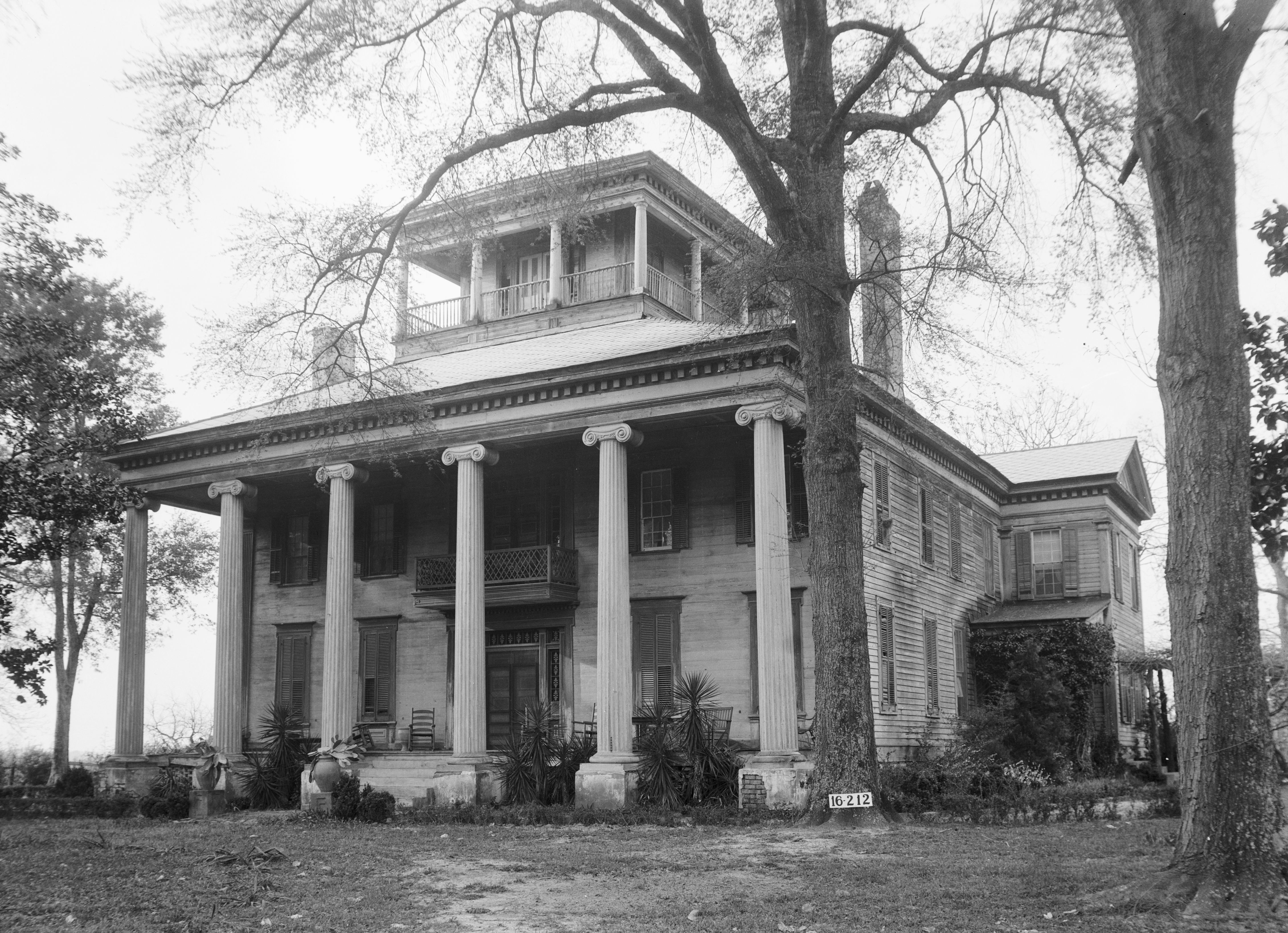 The architecture of the old south the literate pen for Plantation home builders