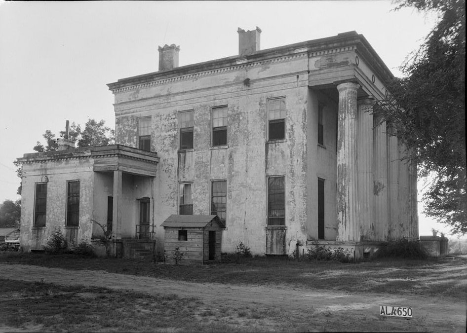 Old south on the plantation trail abandoned mansions Antebellum plantations for sale