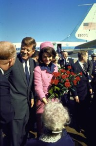 131030-jfk-jackie-dallas-1963-04
